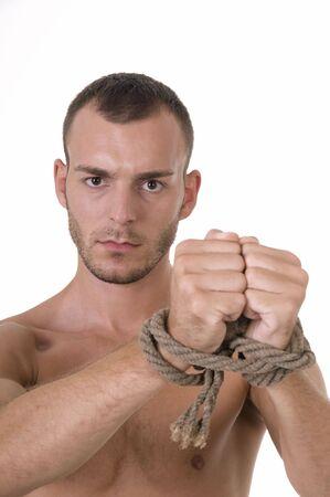 roped: Estudio de disparar caucasian hombre joven con las manos atadas