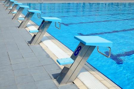 piscina olimpica: Detalle de aire libre piscina ol�mpica - desde lugares Foto de archivo