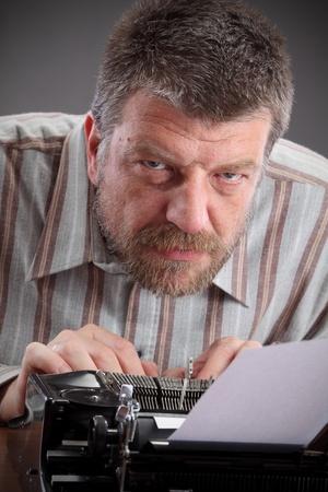 reportero: Edad media escritor o periodista con m�quina de escribir
