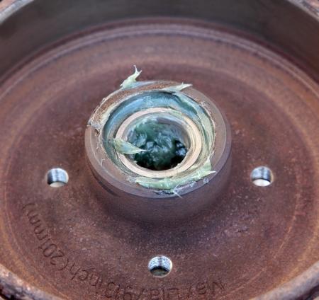 lubrication: Lubricated roller bearing mounted on drum of brakes