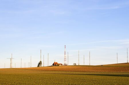 short wave: A house in the fields, surrounded by radio antennas