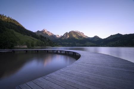 A semi circle shaped boardwalk on a mountain lake, symbol for a turnaround situation.
