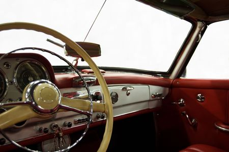 coche clásico: Red de coches cl�sicos en blanco y Dashboard