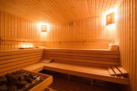 나무 핀란드어 사우나의 내부입니다. 스톡 콘텐츠