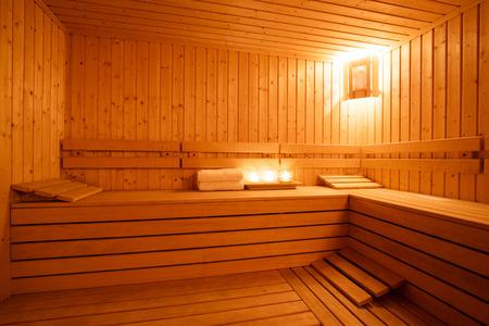 Interieur van een houten Finse sauna. Stockfoto