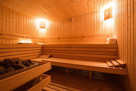 Innenraum einer hölzernen finnische Sauna. Standard-Bild - 40516231