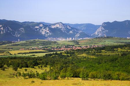 배경 (Vratsa 발칸 산맥), 불가리아에서 Vratsa 및 발칸 산맥의 마을 파노라마보기