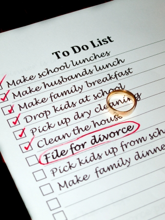 routines: A wifes to do list containing the item file for divorce Stock Photo