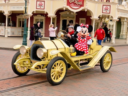 minnie mouse: Minnie mouse in an old classic car, Disneyland paris, March 2012