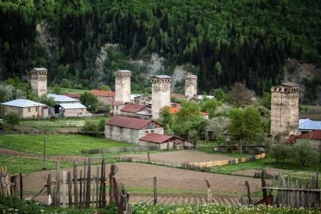svan: Famose torri difensive in Mestia, la capitale della Svaneti, Georgia, nel Caucaso.