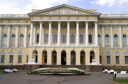 palacio ruso: Museo Ruso - 2 - La parte frontal de la Federaci�n de Rusia en el Museo Mikhailovsky Palace en San Petersburgo.