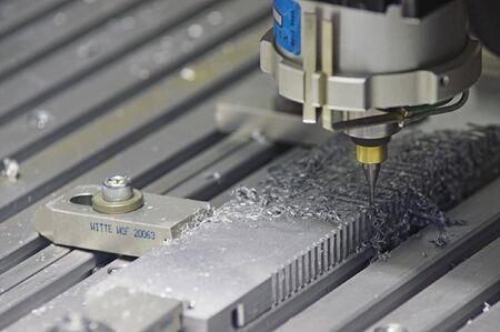 maschinen: Bohrmaschine Verarbeitung automatisch durch einen metallischen Teil.