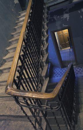 backstairs: Backstairs - 5 - in un appartamento.