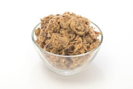 chicharrones: Duvan chicharrones de cerdo cvarci en un taz�n aislados en blanco