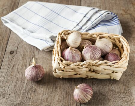 garlic in the basket