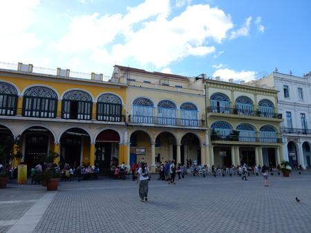 vieja: Plaza Vieja, Havana, Cuba Editorial