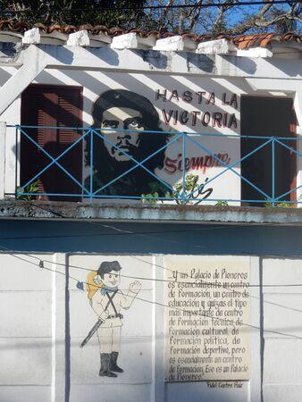 che guevara: Che Guevara wall paint in Vinales, Cuba