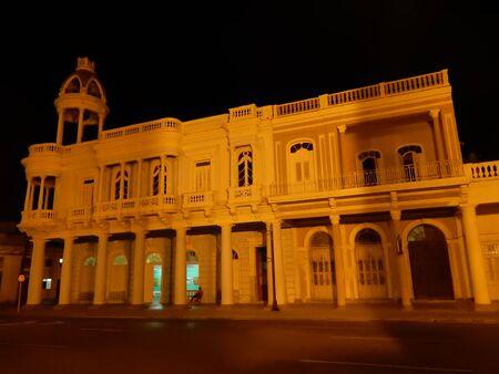 parque: Palacio Ferrer at Night, Parque Marti, Cienfuegos