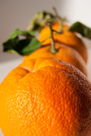 3 oranges in sequence one behind the other