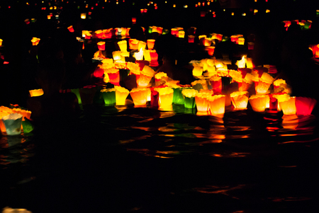 Little and colorful candles floating in the sea in the night during Maris star party Standard-Bild