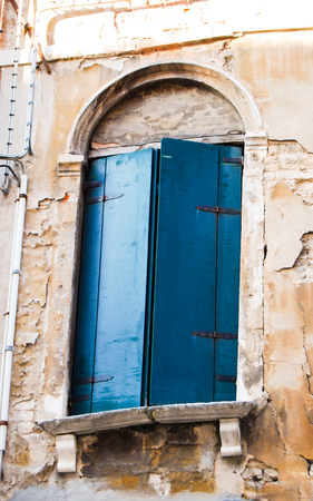 A window with blue shutters of a typical Venetian palace Reklamní fotografie