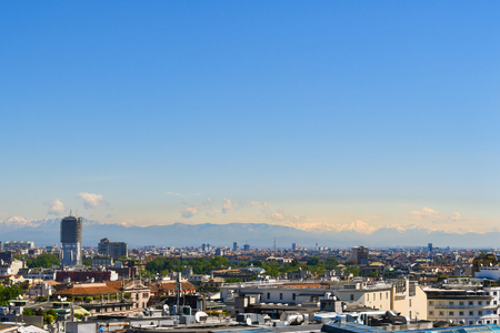 Panoramic view over Milan and the snow-capped Alps on a sunny and cloudless day 스톡 콘텐츠 - 124984551
