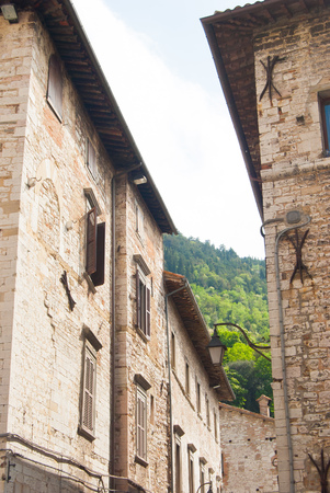 Rocky houses with exposed brick typical of central Italy 스톡 콘텐츠