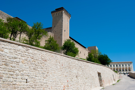 Panoramic view of the impressive fortress of the thirteenth century AD in Italy 写真素材 - 124999165