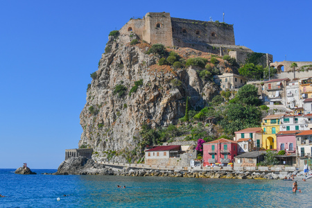 Beautiful view of the cliff and headland as seen from Scylla beach in Calabria 에디토리얼
