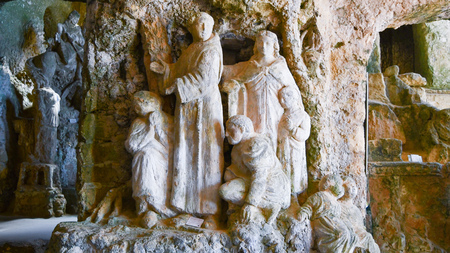 Christian figures in tuff of a small church underground in Calabria in southern Italy 에디토리얼