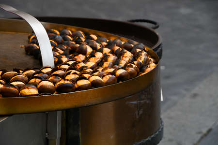 Close-up of chestnuts on a big hot pot ready to be eaten on the street 스톡 콘텐츠