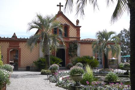 イソラベラ, ボロミー諸島, ストレーザ, イタリア - 4月 28, 2017: イソラベラ教会の眺め 報道画像