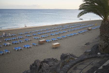Lanzarote, Canarische eilanden, Spanje - 19 augustus 2015: Uitzicht op het strand van Puerto del Carmen Stockfoto