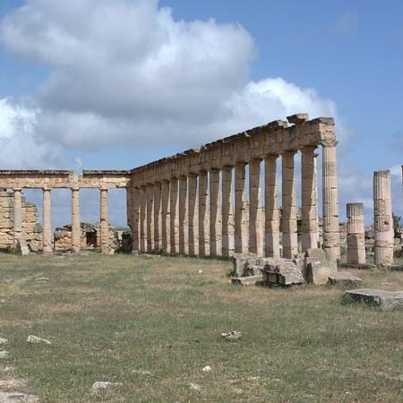Cirene, Libia - 13 maggio 2002: Antiche rovine a Cirene Archivio Fotografico - 93347655