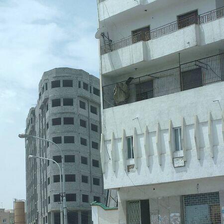 Tripoli, Libië - 28 mei 2002: Uitzicht op de wegen en gebouwen van Tripoli
