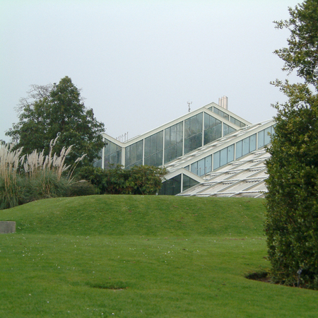 London, United Kingdom - March 24, 2002 : Kew gardens glasshouse Editorial