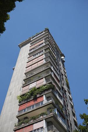 """ミラノ、イタリア - 7月 29, 2017: """"トレー・アル・パルコ"""" 超高層ビル 報道画像"""