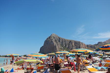 산 비토로 카포, 시칠리아 - 2011 년 8 월 27 일 : 산 비토로 카포에서 관광객 에디토리얼