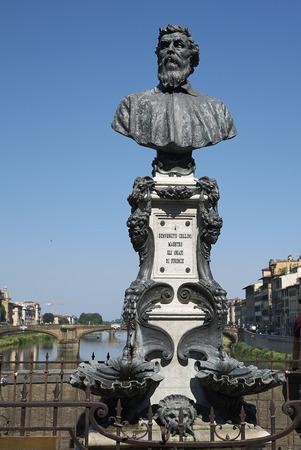 Firenze, Italy - June 21, 2018 : View of Benvenuto Cellini bust in Ponte Vecchio Editoriali