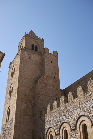 Side view of the Cathedral of Cefalu 版權商用圖片