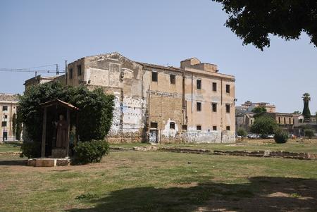 Palermo, Italy - September 06, 2018 : View of Piazza Magione garden and Ex Chiesa e Collegio di S Maria della Sapienza Imagens - 119314860