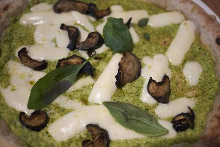 Pizza with zucchini sauce, eggplant and mozzarella cheese Imagens