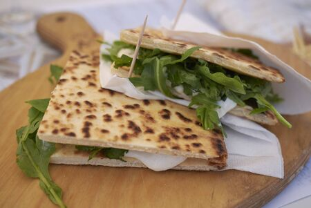 Piadina romagnola with rocket and cheese Banque d'images - 132077302