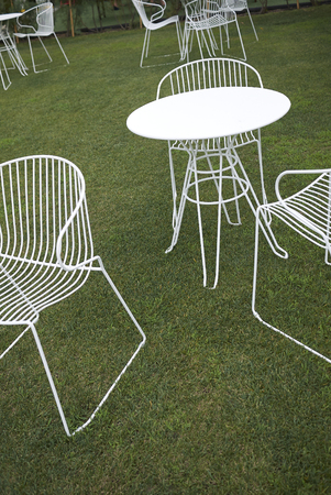 Milano Marittima, Italy -  July 28, 2019 : White chairs and tables in a garden 報道画像