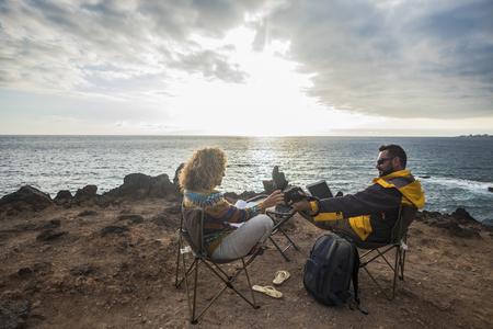 couple of man and woman on cliff work on alternative office 版權商用圖片