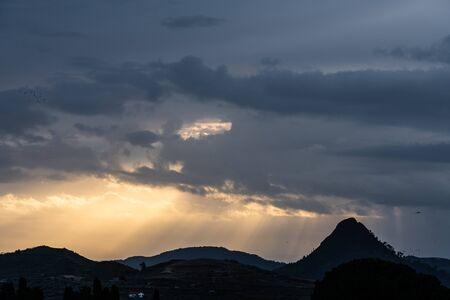 Sunrise above Monte Formaggio, Mazzarino, Caltanissetta, Sicily, Italy, Europe Stockfoto