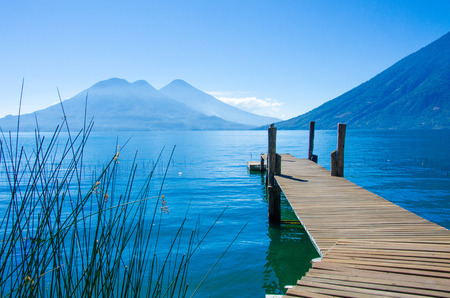 Vulcano Landscape and Lake Atitlan in Guatemala 免版税图像