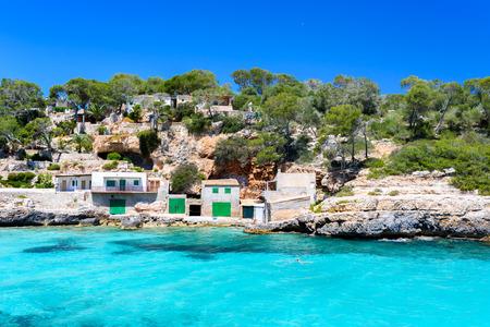 Cala Llombards - belle plage dans la baie de Majorque, Espagne Banque d'images - 82870334