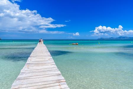 Playa 무로 - 마요르카, 발레 아레스 제도의 부두 스톡 콘텐츠