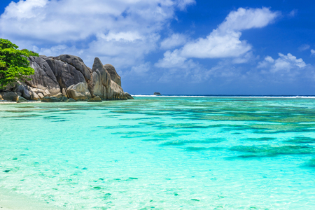 Anse Source dArgent - Beautiful beach on tropical island La Digue in Seychelles Stok Fotoğraf